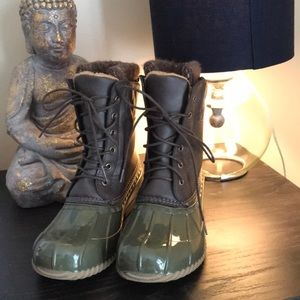 Olive DUCK BOOTS🦆